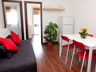 GORGEOUS FLAT 5 MIN FROM THE BEACH - 3 ROOMS, Barcelona