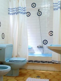 Baño completo. Incluye lavado de lencería cada 3 días.