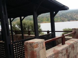 Villa de luxe pieds dans l'eau au bord du lac .