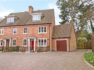 5 Bedroom Family House in Historic Winchester
