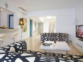 Villa Sandra Luxury villa with private heated pool, Playa Blanca