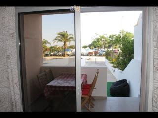 """VISTA MAR 3"" Sea front Appartment 2-8 people, Monte Gordo"
