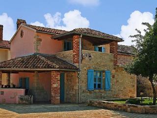 Villa Sandra 3 ***, Private Pool, Large Garden, Porec