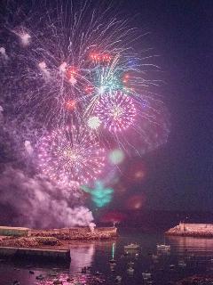 Fuegos artificiales desde el puerto.