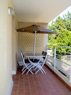 Terrasse ensoleillée et calme