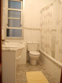 Baño completo, incluye lavado de lencería cada 3 días