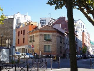 LUXURIOUS VILLA IN HEART OF THE REAL PARISIAN LIFE, Paris