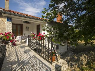Holiday House Zora Labin
