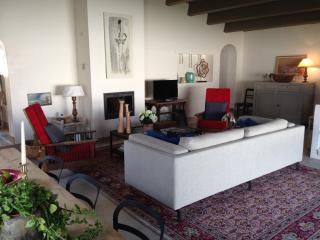 Beach House , Maison Rhétaise Between Sea and Village, 5 min. from the beach , extensive gardens and noble materials., Ars-en-Re