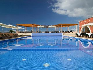 Stunning Villa with private heated pool