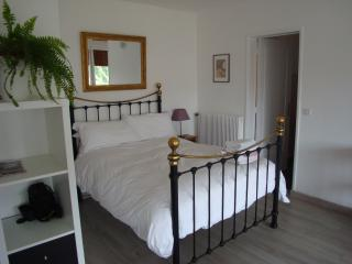 Light and spacious apartment near cathedral, Bayeux