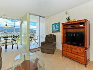 Mountain and Golf Course Views! Washer & dryer, A/C, FREE WiFi  and parking!, Honolulu