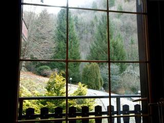 vista dalla stanzetta sopra. a fianco si intravede balcone del vicino
