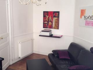 Nice sunny flat on the outskirts of Paris, Bagnolet