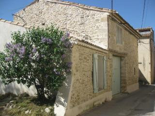 Charming stone house in Saze 10 min from Avignon