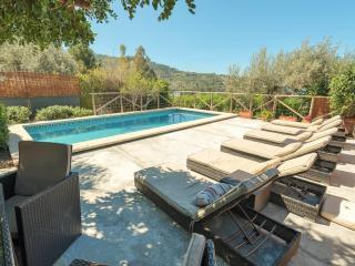 Casa con piscina cerca de Deia