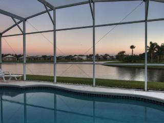 WATER CASTLE with PRIVATE POOL near DISNEY, Kissimmee