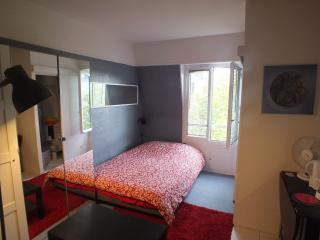 Bd Saint Germain, very quiet studio for 3 people, Paris