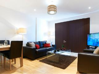 WATFORD CENTRAL- SPACIOUS 2 BED / 2BATH PENTHOUSE, Watford