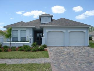MAGICAL VILLA with PRIVATE POOL near DISNEY, Kissimmee