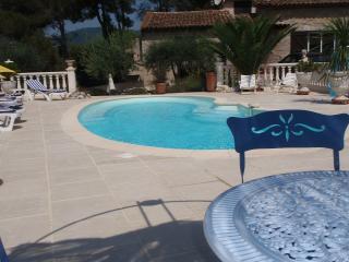 GITE piscine chauffée jardin terrasse BBQ internet, Peymeinade