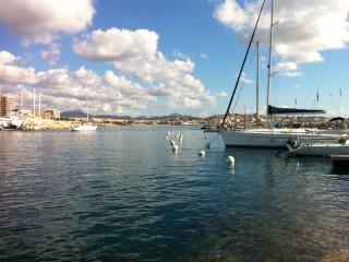 Studio climatisé, calme, accès à la plage à pied, Fréjus