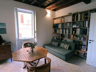 An Affordable apartment in Rione Monti, Rom