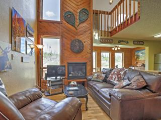 Cozy Grand Lake Condo w/ Pool & Hot Tub Access!
