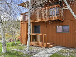 Cozy Grand Lake Condo w/ Pool & Hot Tub Access!