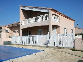 Villa avec piscine à 4 Km de la plage