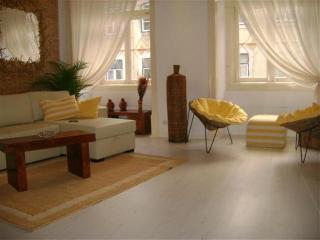 CHARMING AND BRIGHT APARTMENT IN THE CENTER (4-6P), Lisboa