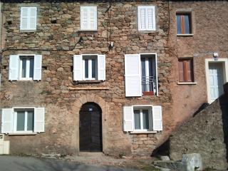 T2 dans maison de village a 900 metres d'altitude