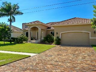 Elegant house w/ heated pool, hot tub & short walk to South Beach