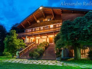 Villa Meridiana Luxury Chalet con parco e piscina, Barzio