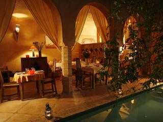Riad Azenzer, Privat°, 12 pers, piscine et calme!