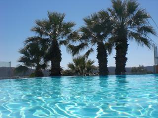STUDIO piscine , vue mer et Iles d'Or, orienté sud
