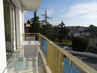 appartement 4 pièces avec balcon dans villa, Antibes