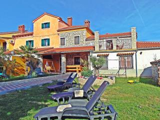 FAMILY HOLIDAY HOME NEAR THE BEACH, Vodnjan