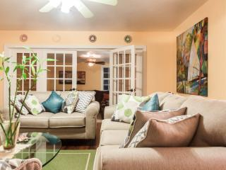 6 people house with pool/2 miles from the beach, Fort Lauderdale