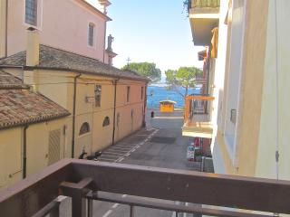 Boutique Apartment with Lake View, Torri del Benaco