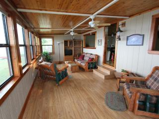 Luxury Lake Front Cabin - Kingfish, Crystal River