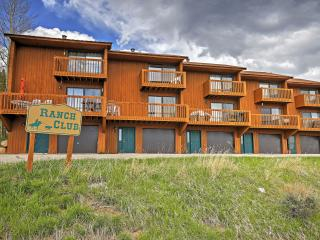 New Listing! Attractive 2BR Grand Lake Condo w/Wifi, Gas Fireplace, Private Deck & Panoramic Views - Easy Access to Skiing, Hiking, Lake Granby & Rocky Mountain Nat'l Park! Next to Clubhouse & walking Distance to Stillwater Grill!