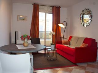 Nice&cosy flat, few mins to the sea, free parking, Niza