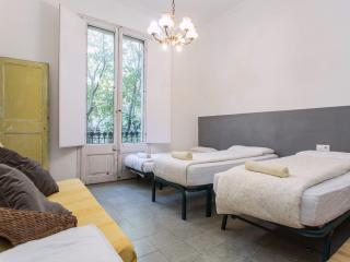 APARTMENT VERY CLOSE TO RAMBLAS BARCELONA, Barcelona