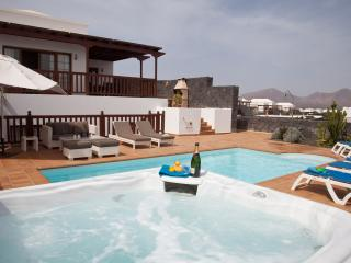LUXURY VILLA, HOT TUB, PRIVATE POOL,  SEA VIEWS, Playa Blanca