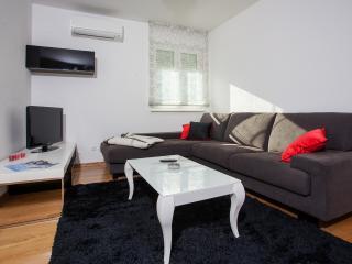 Vesna Apartments 2, Kastel Luksic