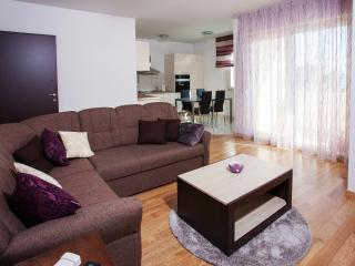 Vesna Apartments 3, Kastel Luksic