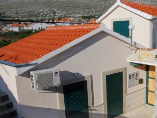 villa 3 stone houses (2), Donji Seget