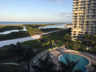 Beach front amazing sunset views from 8th floor, Marco Island