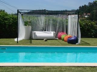 Relaxe junto à piscina, passeie nos jardins, Santa Maria da Feira